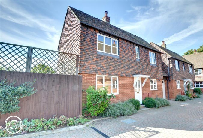 Detached house in Rye with private parking