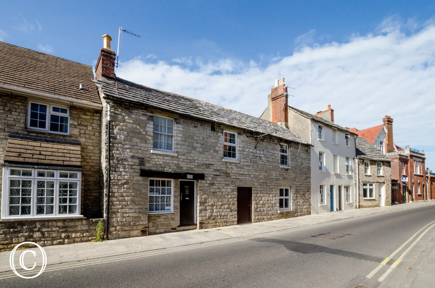 Traditional Purbeck stone terrace cottage in the heart of Swanage