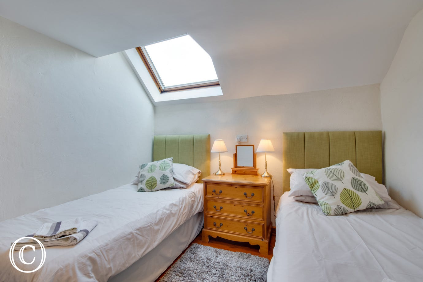 Twin room with skylight