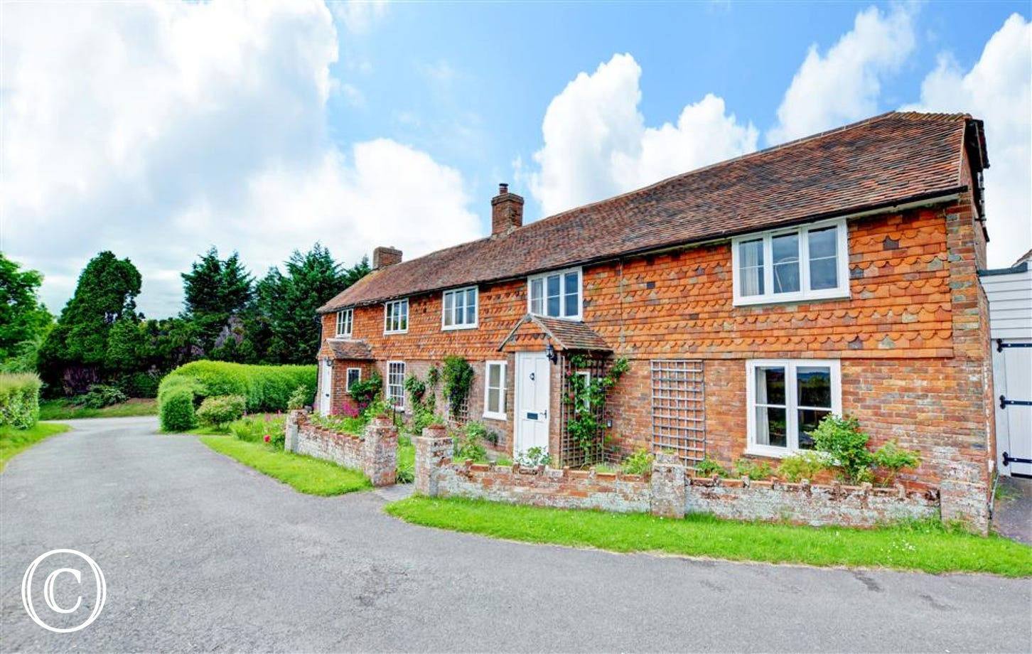 Beautiful cottage situated in the picturesque village of Woodchurch
