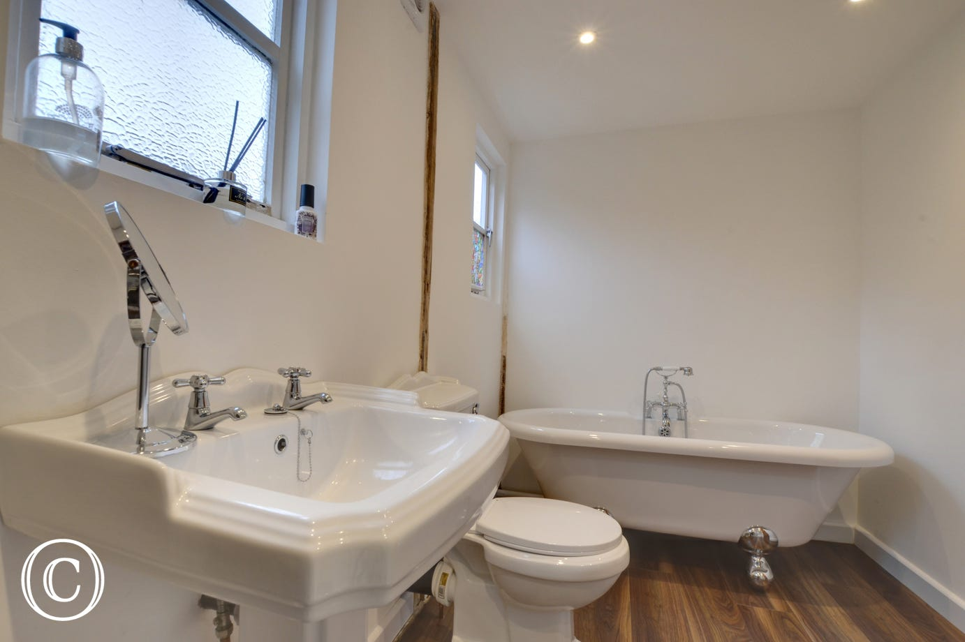 RH1159 - Bathroom - View 2