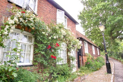 Pretty Grade II listed terraced cottage in historic Rye.