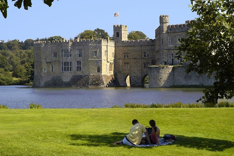 A picnic at Leeds castle
