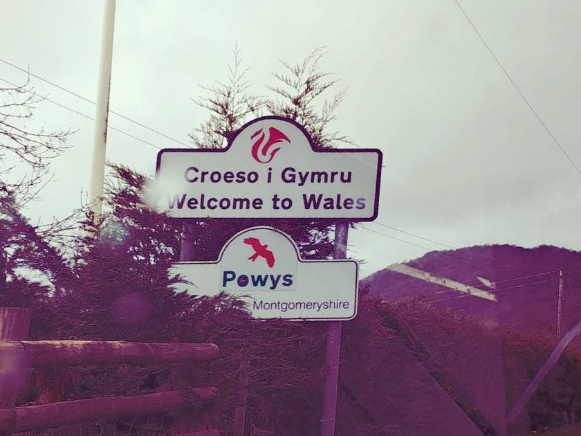 A roadsign welcoming drivers to Wales