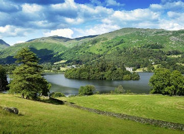 Holiday in Grasmere and enjoy the green hills and lakes