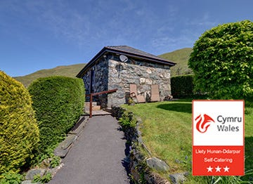 A lovely stone cottage in the Welsh countryside with a 3 star award